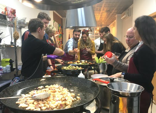 Seafood paella cooking class and Ruzafa market visit