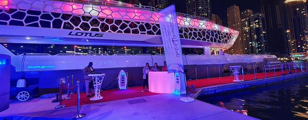Dinercruise op een jacht rond Dubai Marina