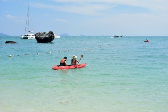 Kajak- und Schnorchelerlebnis auf Hong Island mit dem Boot von Krabi mit Mittagessen
