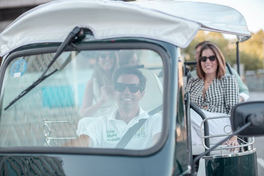 Electric tuk-tuk tour from the historic center to Salamanca district