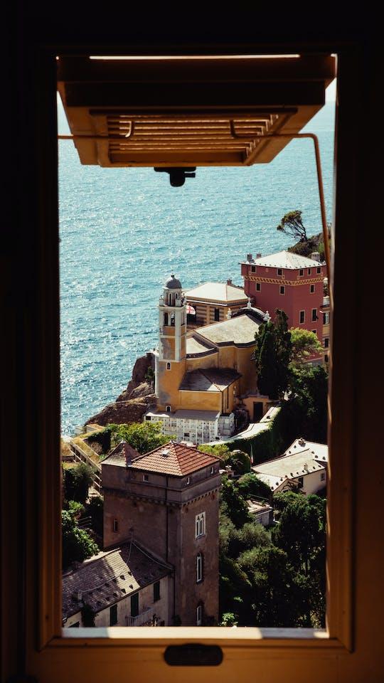 Genoa guided urban trekking tour
