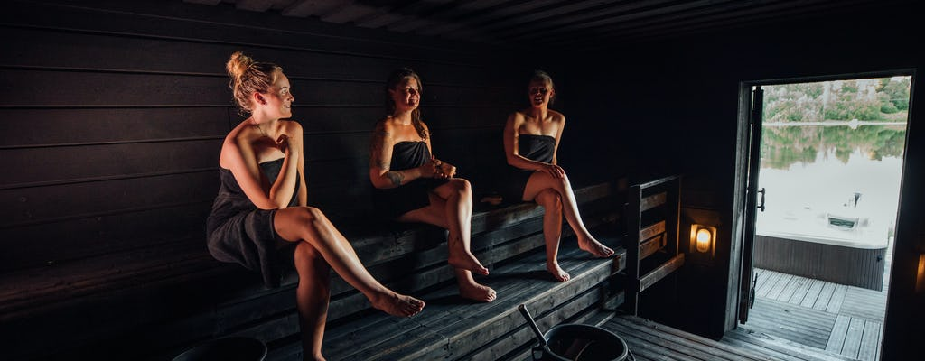 Finnish smoke sauna and jacuzzi