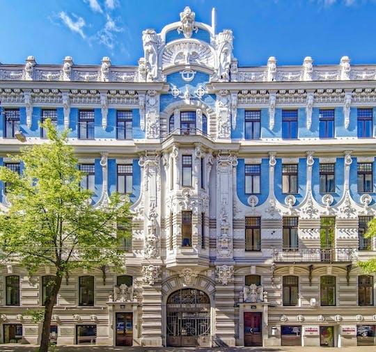 Paseo arquitectónico de Riga con un local