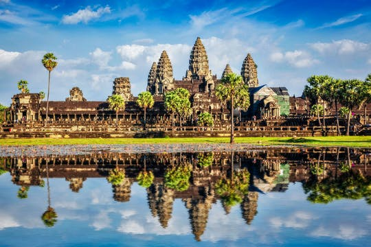 Full-day Angkor temples and Tonle lake tour