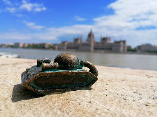 Self-guided Discovery Walk on Budapest's scenic Danube banks