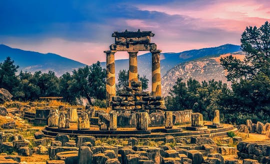 Thermopylae, Meteora and Delphi full-day tour