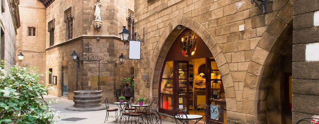 Casco antiguo de Barcelona y vistas al cielo con el castillo de Montjuic y el teleférico