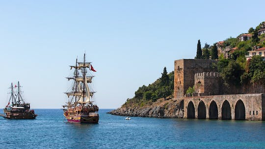 Alanya Pirate Boat cruise with lunch and drinks