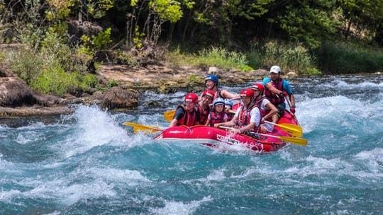 Excursão de aventura de rafting, canyoning e tirolesa saindo de Alanya