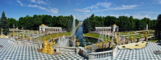 Private skip-the-line tour of Peterhof Grand Palace and gardens