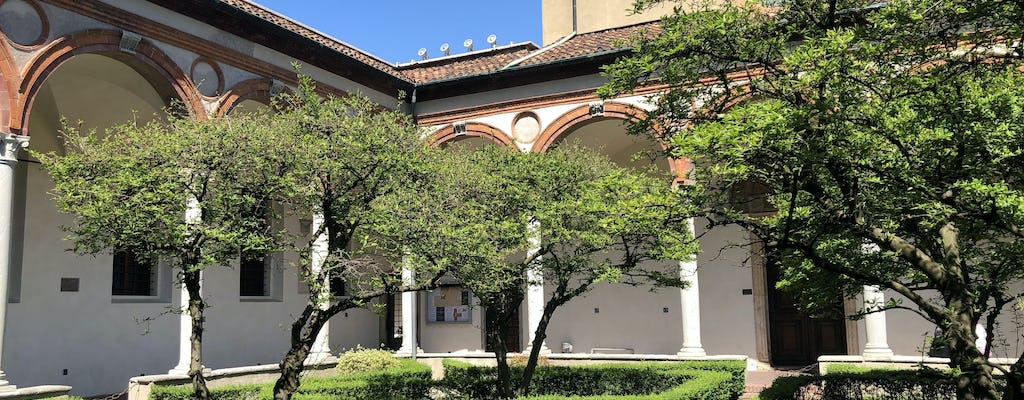 Tour of the cloisters and courtyards of Milan