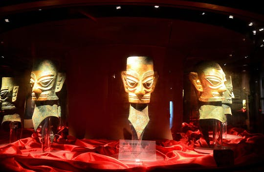 Full day private tour of Giant Pandas and mysterious Sanxingdui ruins