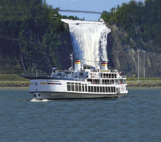 Guided cruise on the St. Lawrence River from Quebec City