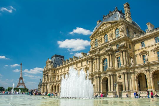 Skip-the-line to Louvre Museum and Seine River Cruise