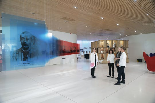 Visite guidée de l'exposition du centre d'accueil des visiteurs Fazer Experience