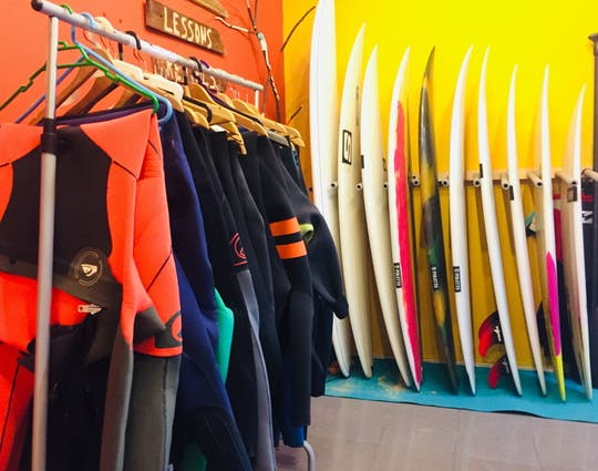 Surfboard and wetsuit rental in Carcavelos