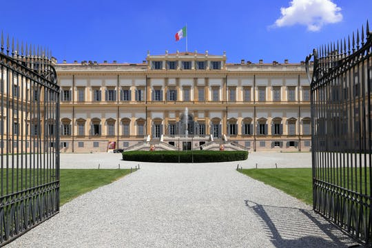 Tour of the historic center of Monza and the Royal Villa
