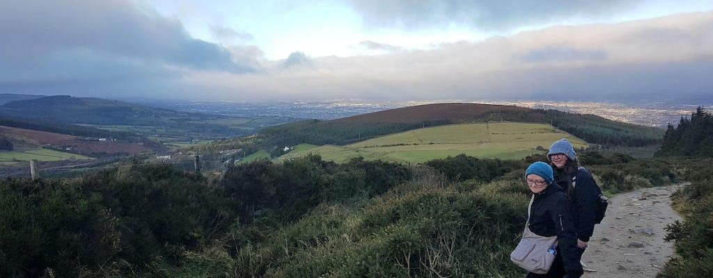 Tumbas y senderos en las montañas de Dublín