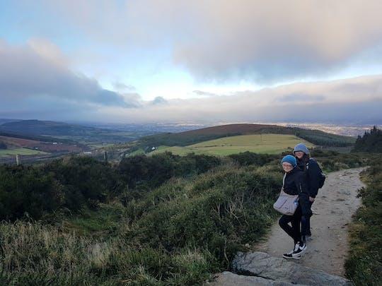 Tumbas e trilhas nas montanhas de Dublin