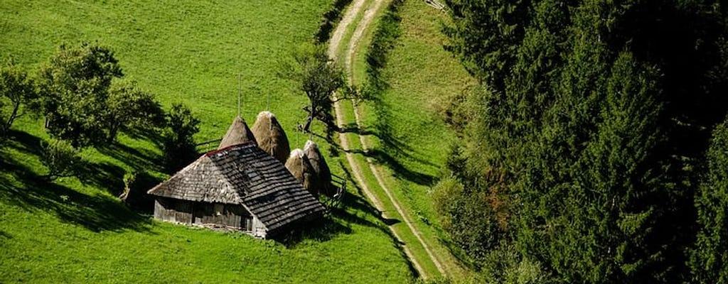 Excursión de un día para grupos pequeños a auténticos pueblos de montaña rumanos desde Brasov