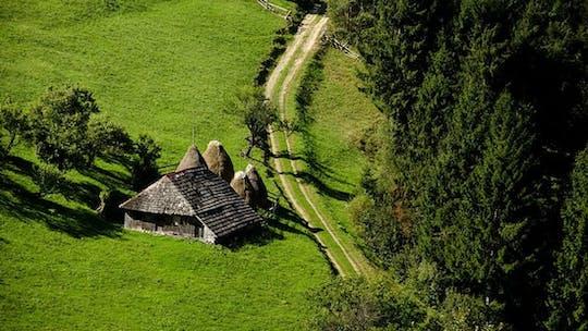 В малых группах экскурсия в аутентичные горные деревушки румын из Брашова