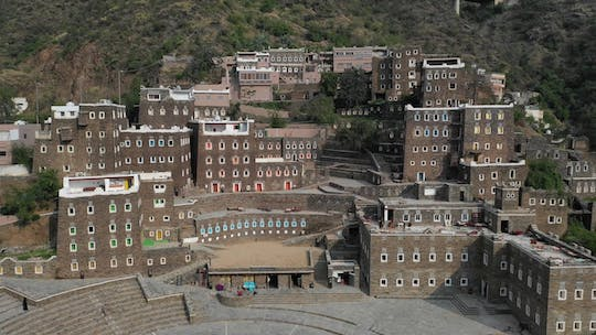 Full-day historical Rijal Almaa village tour