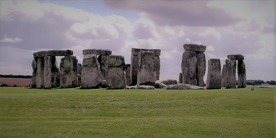 Private transfer to Southampton Dock and Stonehenge tour