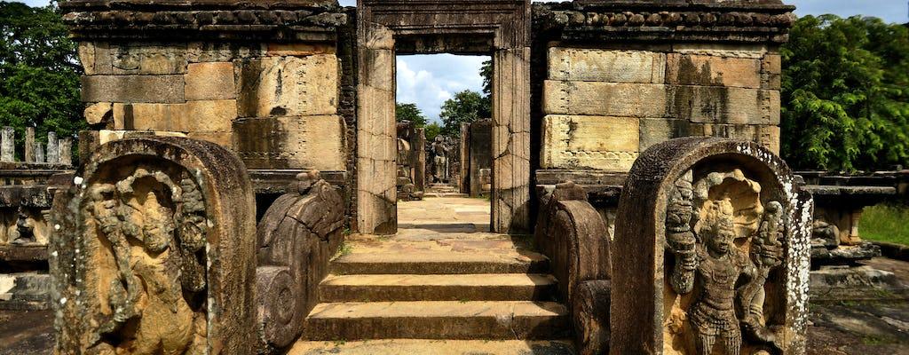Polonnaruwa Ancient Kingdom en Pasikudah Beach 3-daagse tour vanuit Kandy