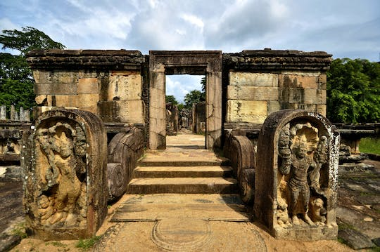 Polonnaruwa ancient kingdom and Pasikudah Beach 3-day tour from Kandy