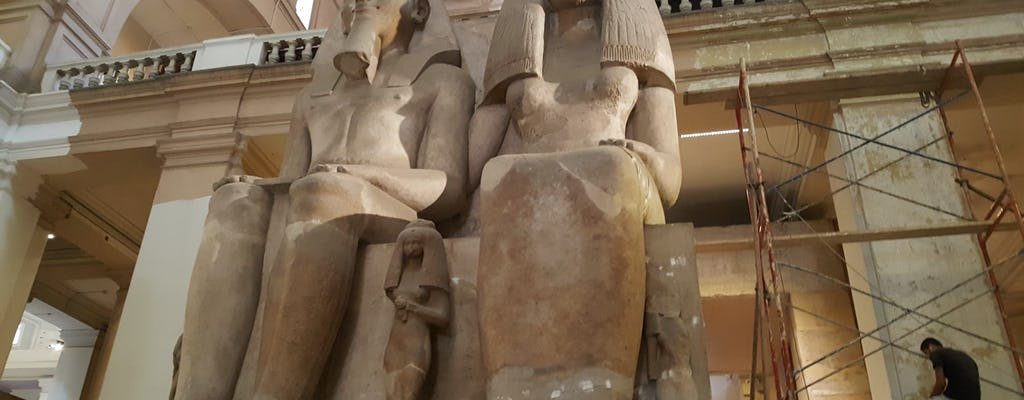 O dia inteiro no museu egípcio e na aldeia faraônica