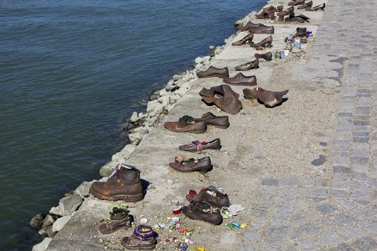 Private guided history walk of Budapest and to the Shoes on the Danube