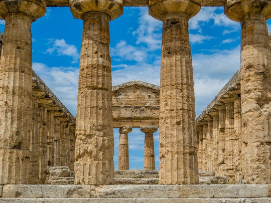 2-hour guided tour in Paestum