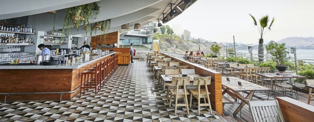 Lunch w formie bufetu w restauracji Mangos Larcomar