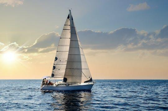Опыт плавания на парусной лодке на закате