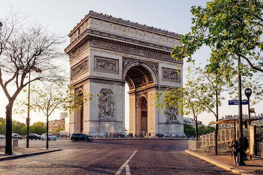 Combo tickets for hop-on hop-off bus tour,  Arc de Triomphe and river cruise