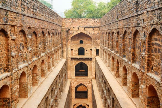 Half-day Agrasen ki Baoli and Dhobi Ghat tour in Delhi