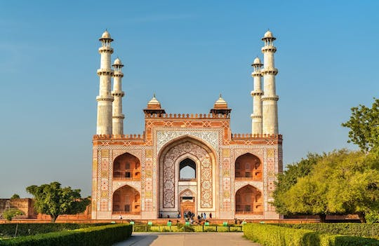 Half-day Sikandra and Dayal Bagh tour