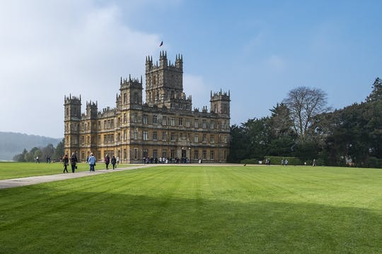 Private transfer from Southampton to London via Highclere Castle and Downton Abbey film locations