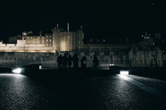 Virtual Ghosts, Ghouls and Gallows tour of London with live guide