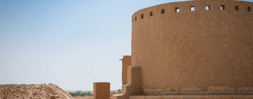 Full-day Diriyah historic city and Edge of the World tour