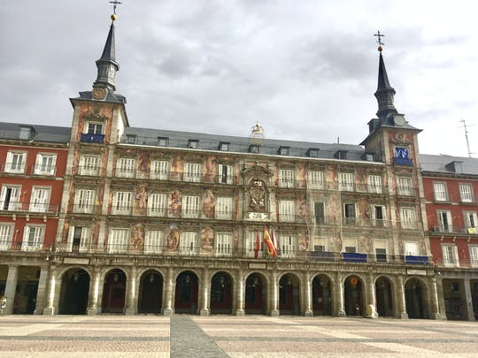 Ukryte i historyczne klejnoty gry i zwiedzania Madrytu