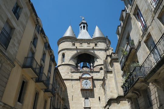Old Town Bordeaux exploration game and tour