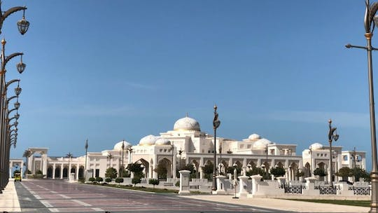Abu Dhabi private tour with Qasr Al Watan visit