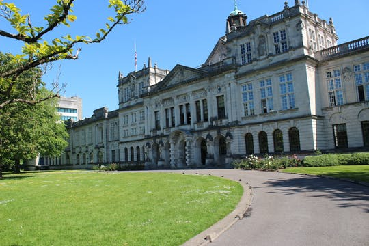 Private Tagestour durch Cardiff mit dem St. Fagans Museum, dem Cardiff Castle und der Cardiff Bay