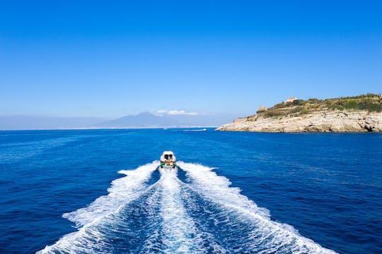 Passeio de barco pela costa de Sorrento com aperitivo