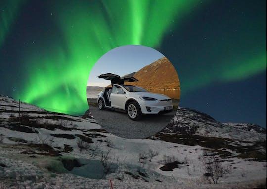 Частная Тромс Северное сияние тур в автомобиле TeslaX