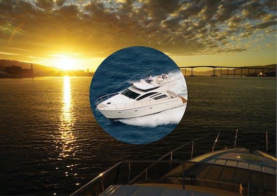 Tour privato al sole di mezzanotte a Tromsø in uno yacht di lusso