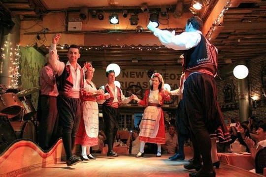 Folk music show and dinner in Athens