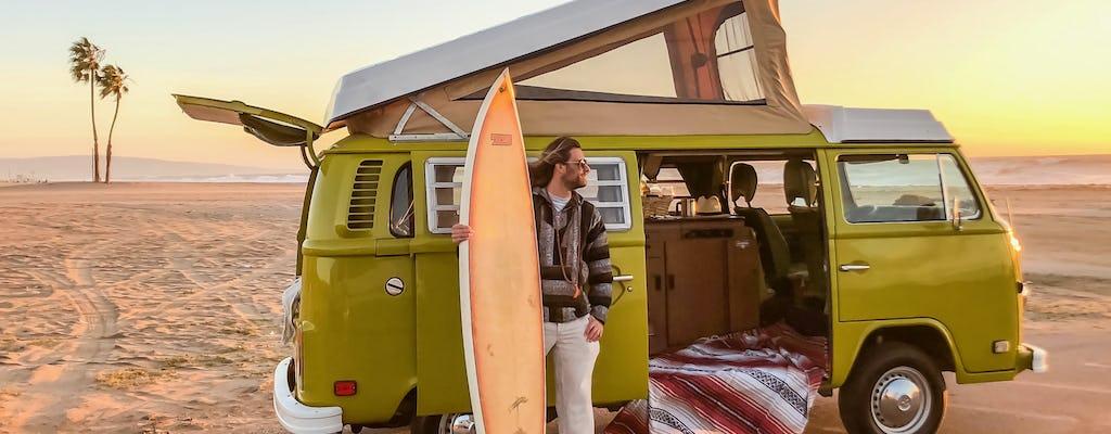 Excursion de surf à Malibu dans un camping-car VW vintage