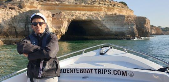 Passeio de barco privado pelas cavernas Benagil mais